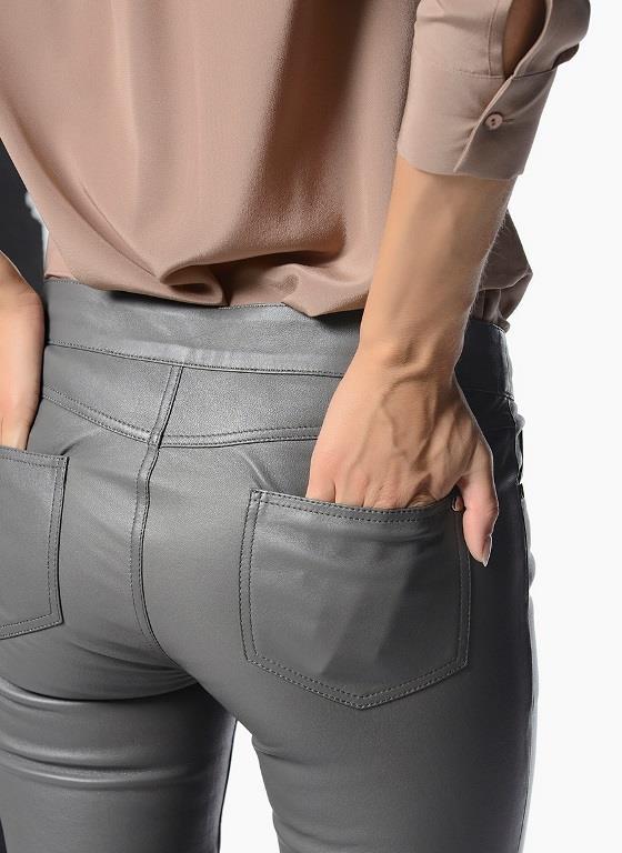 - Deri pantolonlarda esneme ve genişleme meydana gelmez. - Deri pantolanları tişört, kazak ve gömlek gibi birçok parça ile kombinleyebilirsiniz.